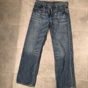 BR light wash distressed relaxed fit jeans 34 x 34